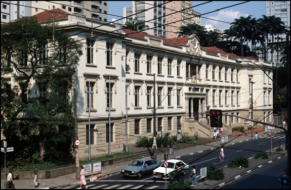 http://arquivo.fde.sp.gov.br/fde.portal/PermanentFile/Image/EE Carlos Gomes.jpg